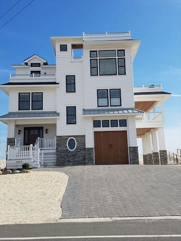 Brand new OCEANFRONT/BAYFRONT Sunday-Sunday - Long Beach Township
