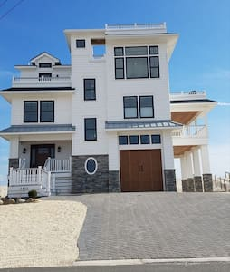 Brand new OCEANFRONT/BAYFRONT Sunday-Sunday - Long Beach Township - House