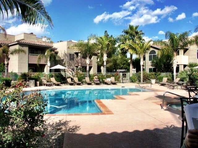 Clean & Convenient, Fully Stocked Scottsdale Condo