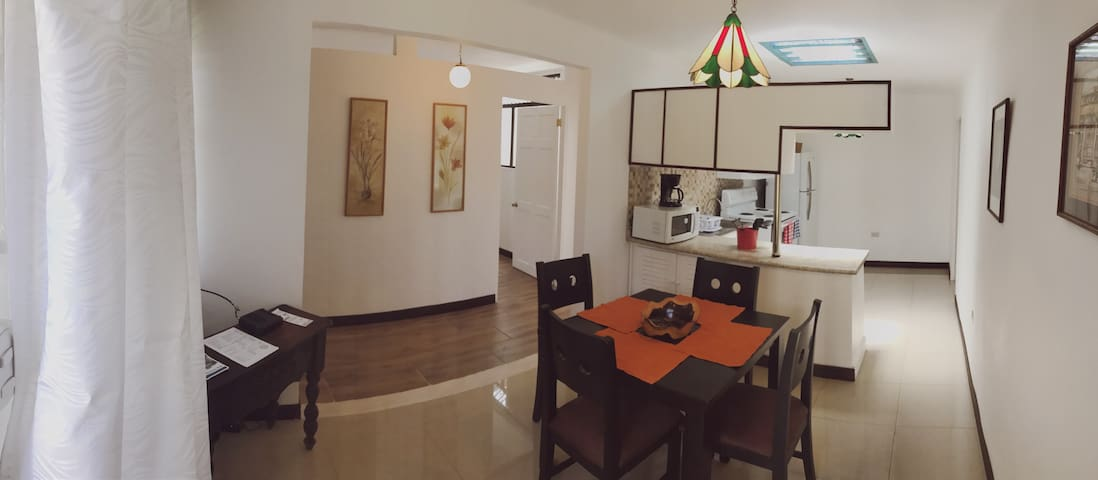 Charming 3bdrm Apt downtown Moravia - San Vicente - Apartmen