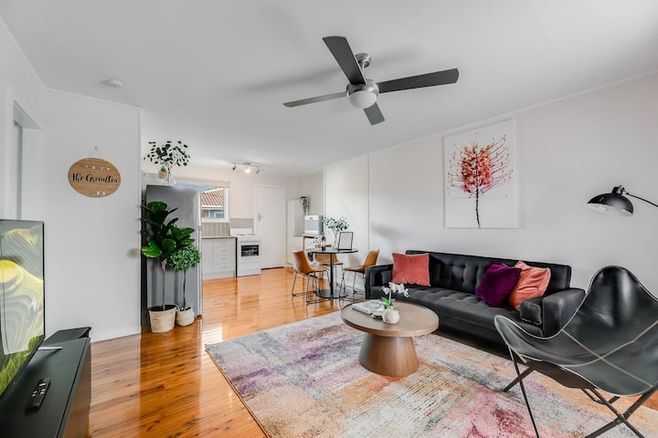 """The Grevillea"" - spacious, bright, delightful 1BD"