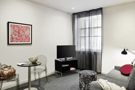 Degrave Street Studio Apt - 14+ Nights