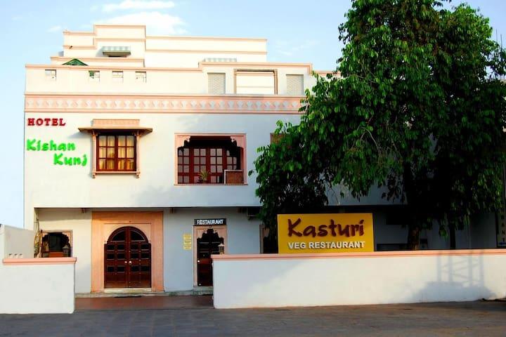 Hotel Kishan Kunj (Room 7)