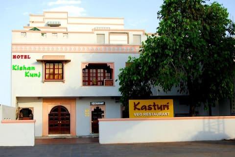 Hotel Kishan Kunj (Room 5)