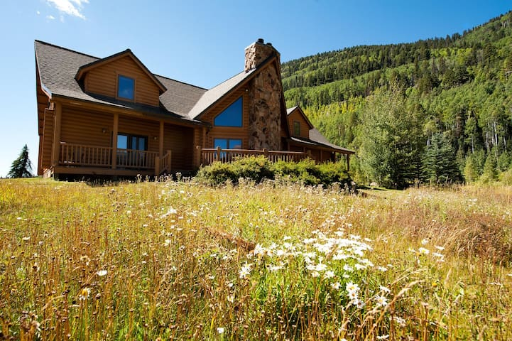 Log Cabin with Views - Ping Pong/Fire Pit/Hot Tubs - Durango - Casa