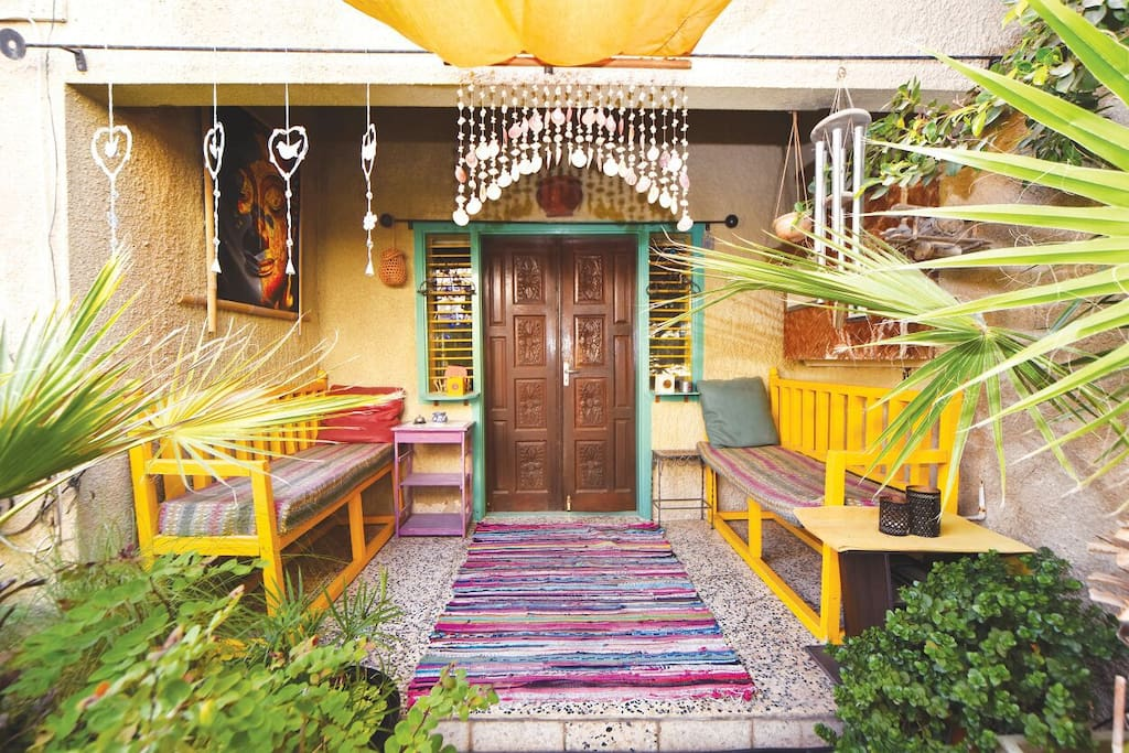 Entrance porch a d smoking area