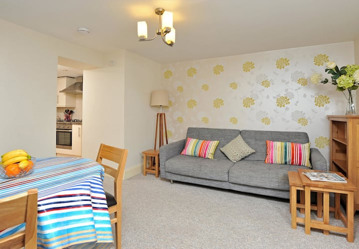 Charming coaching mews in great location premier ground floor apartment (30)
