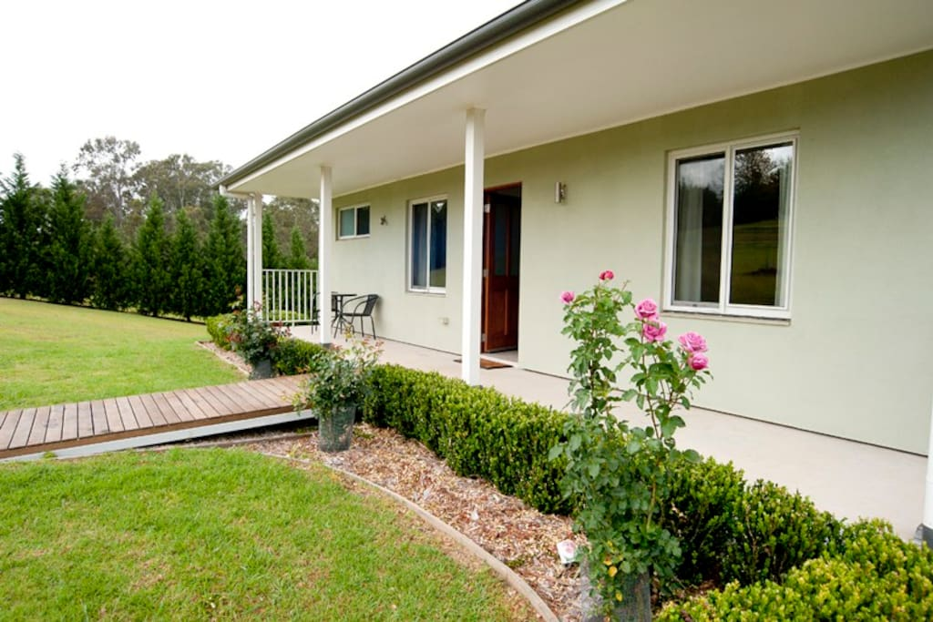 Hills View Cottage Sleeps 2 Couples