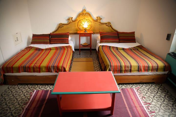 Maison d'hôtes au centre de Tunis / Ch BEYA en LPD