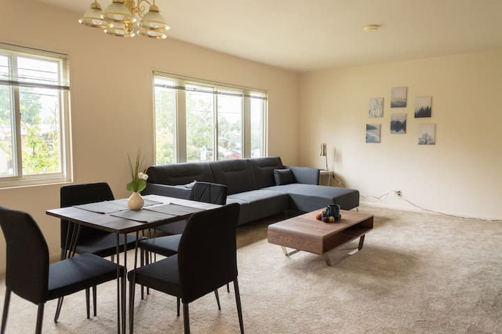 Lovely 2A San Mateo Apartment + Gym and Pool!