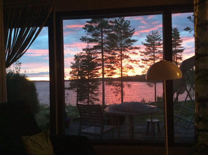 Loma-asunto mukavuuksin ja upein järvimaisemin