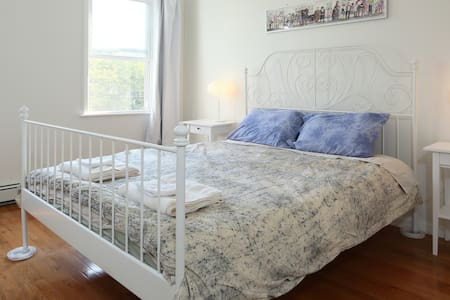 Eco friendly Bnb, 15 minute ride to NYC - Room 2 - Jersey City - Bed & Breakfast