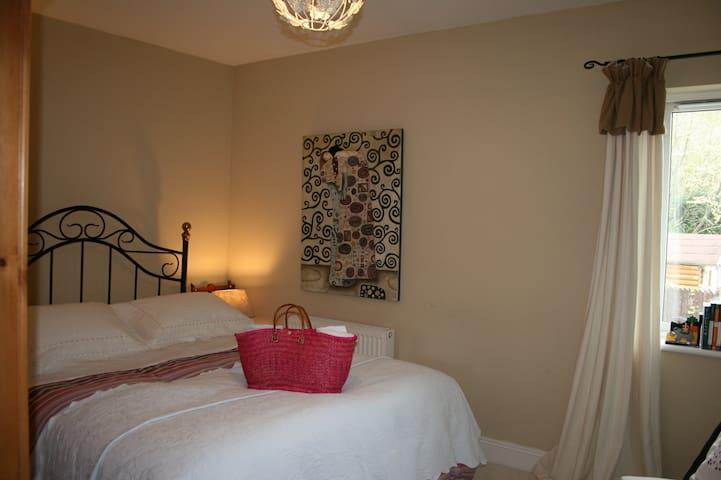 Romantic and pretty double room -  1 k from town
