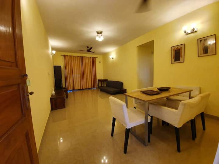 E302 2bedroom apt with well equipped kitchen.