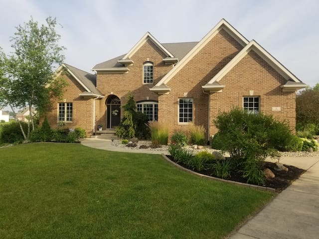Grapevine Getaway with private bed & bath.
