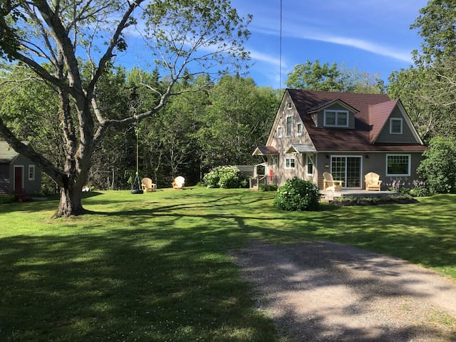 Cottage style house - Baddeck - 一軒家