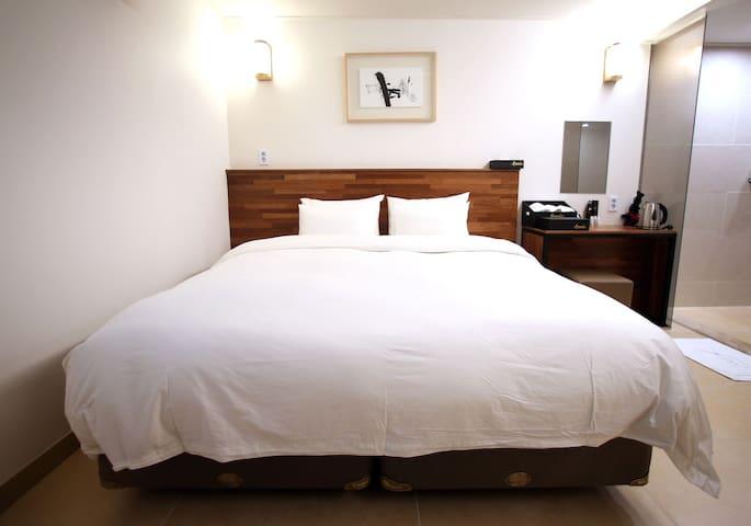 유엔아이 호텔