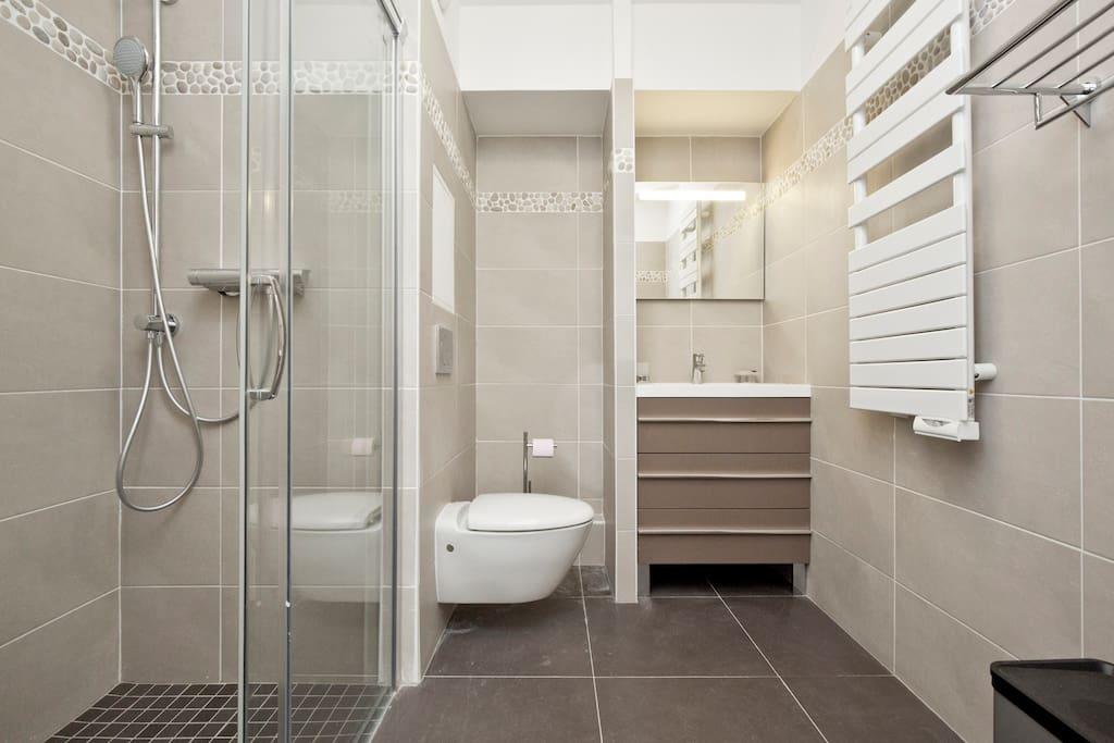 Spacious bathromm