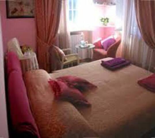 Villa Panvini Rosati-stanza rosa - Rocca di Papa - Bed & Breakfast