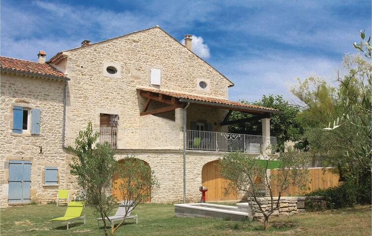 Semi-Detached with 2 bedrooms on 75 m² in Barjac