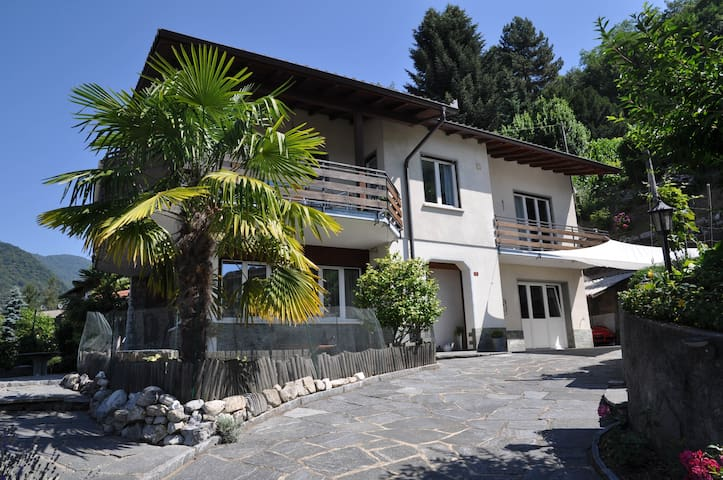 Breathtaking views halfway from Lugano & Lake Como - Morbio Superiore - Leilighet
