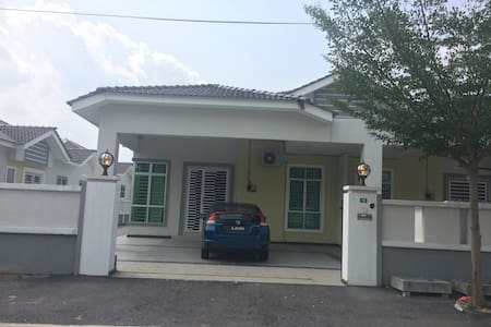 Cozy home stay station 18 - Ipoh - Huis