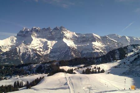 Royal Alpage Club Champoussin,    Switzerland - Val-d'Illiez - Kongsi masa