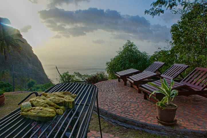 Enjoy fresh caught tuna, mahi mahi or fried veggies beside the Gros Piton and enjoy the sunset from this very special vantage point.
