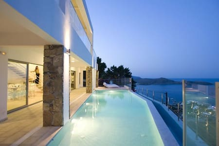 Villa with lovely sea views - Elounda