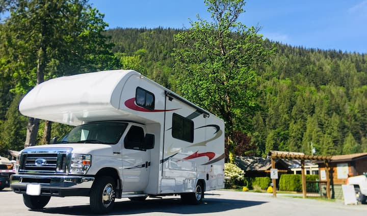 Vancouver luxury Motorhome Rental to cruise canada