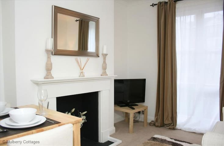 Lower Pantiles Apartment Sleeps 4, a lovely newly refurbished apartment  near to  local restaurants and bars.