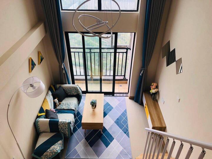 首次出租 蓝色风格 楼下五丫口公园 和广州一桥之隔 复式loft公寓南向 风景优美