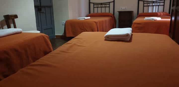 Habitación familiar 4 o 5 camas y baño compartido