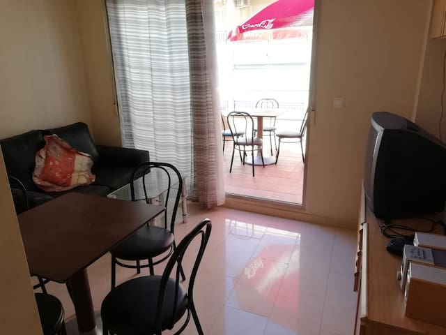 2 bed attic apartment, center 20m from the beach
