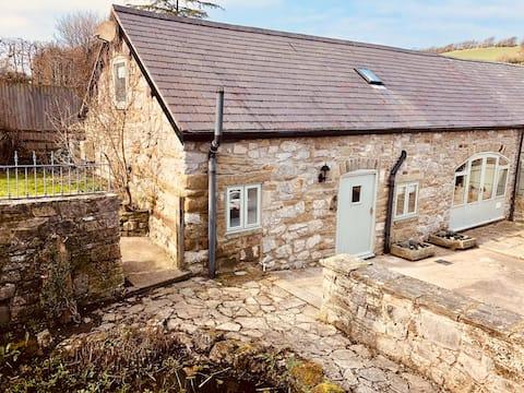 NEW - Beautiful Cottage in Award winning village