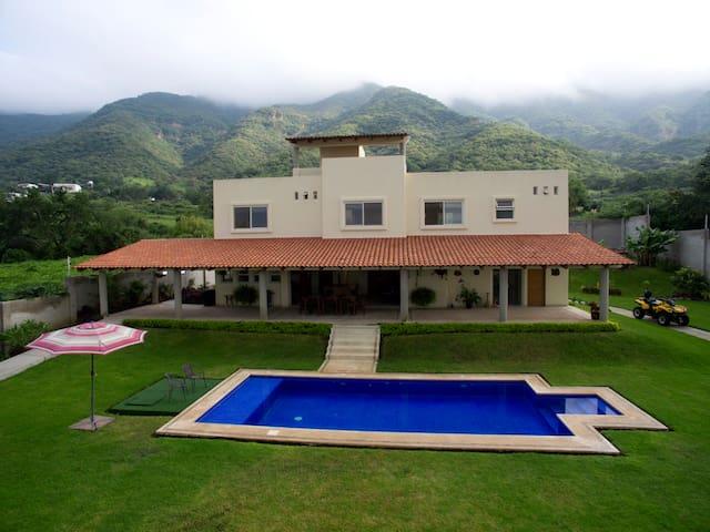 Residencia en Jocotepec con Increible Vista a lago - San Juan Cosalá