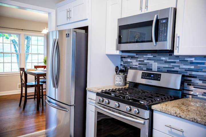 """White Rock Vacation Homes """"ATL""""The Place for Vaca"""