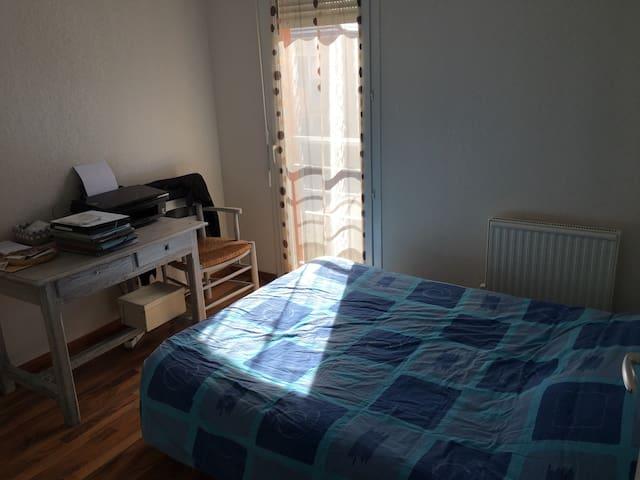 Jolie chambre dans un duplex - Arpajon-sur-Cère - Daire