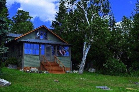Waterfront Les Cheneaux Vintage Home