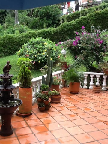 Country Living with a City Edge - Envigado - Casa