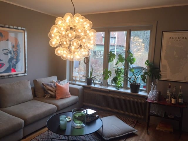 Trendy town-house 15 minutes to Stockholm city - Stockholm - Townhouse