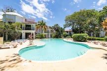 3BDRM house! 3 min to beach. Parking/BBQ/Pool