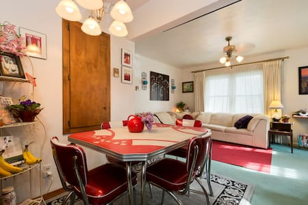 Fit for a KING Parlor ~ Near DOWNTOWN & River Fun! - Boise - House