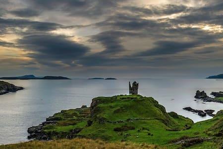 Kerrera Bunkhouse and Byre (Isle of Kerrera)