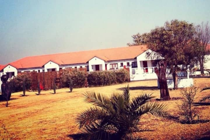 Olive Grove Country Lodge