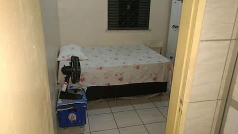 Casa mobiliada, quarto, sala, cozinha e wc