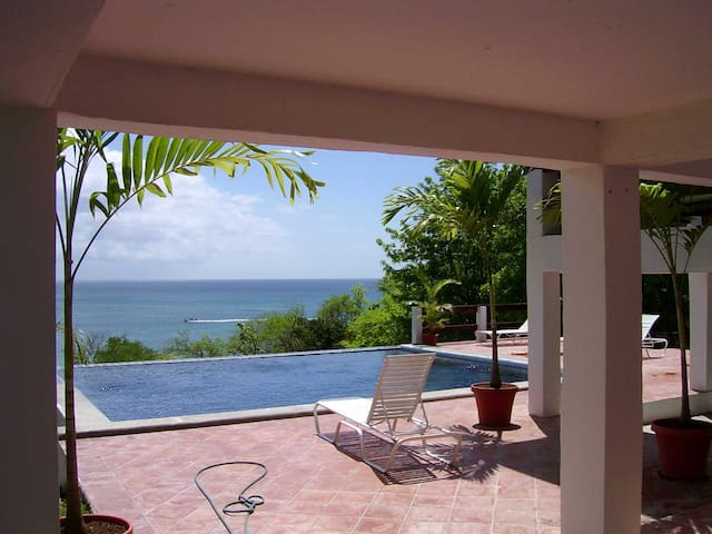St Lucia Oceanfront Villa & Pool - Gros Islet - Huis