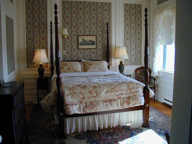 Apple Tree Inn - Shadowbrook room, #9