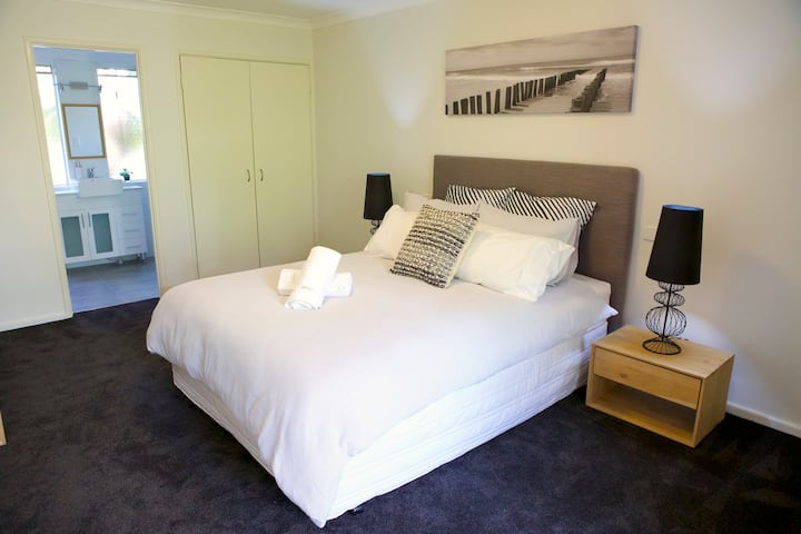 Fabulous 3 Bedrooms, FREE Parking,Nearby Perth CBD