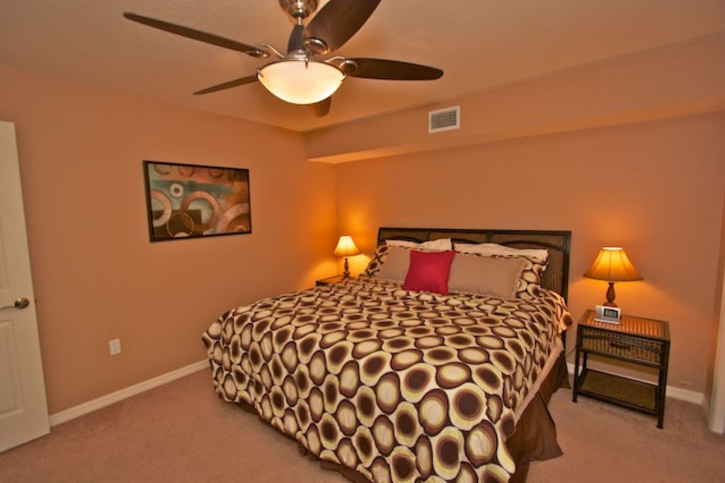 2nd Bedroom with King Bed/Cable TV